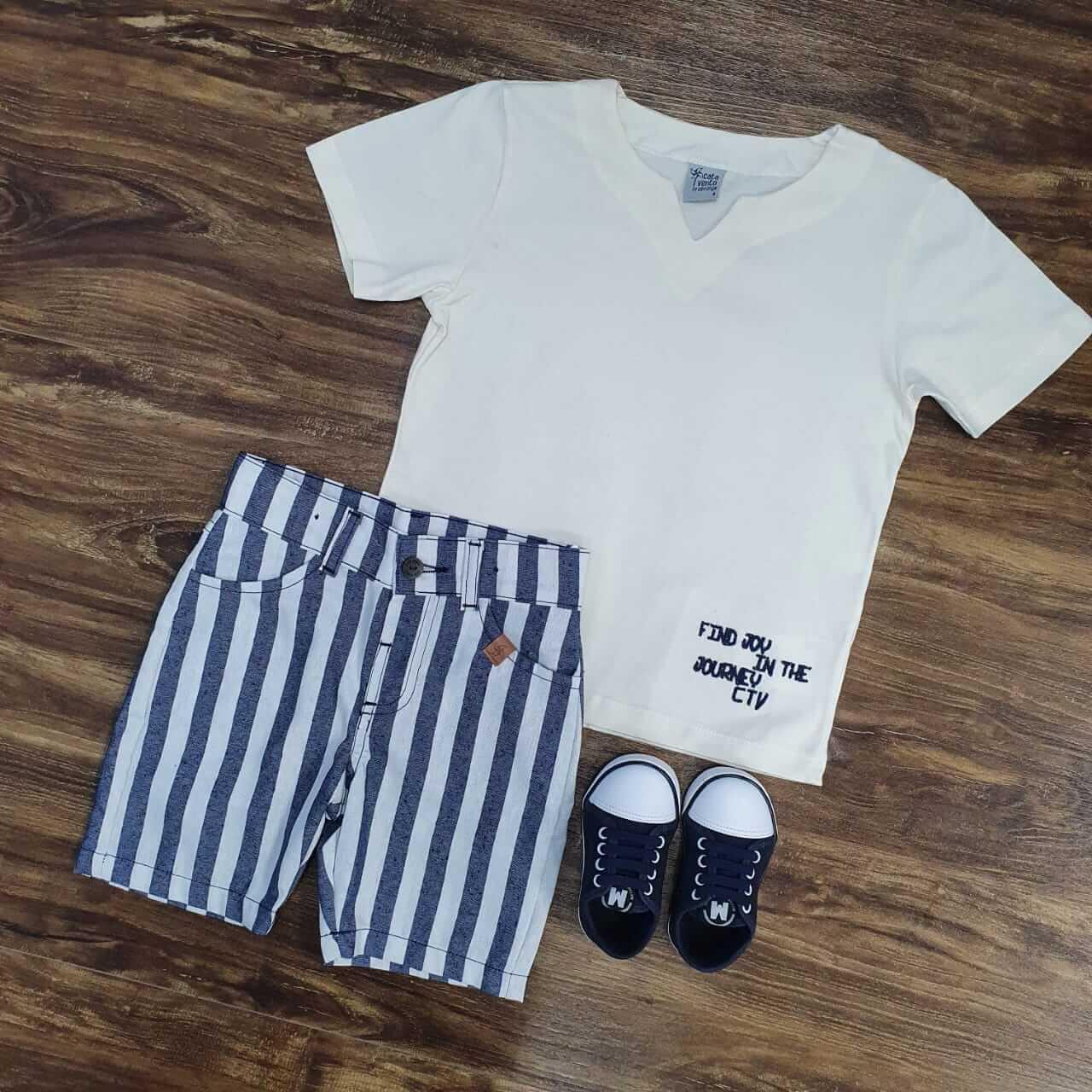 Bermuda Listrada com Camiseta Branca Infantil