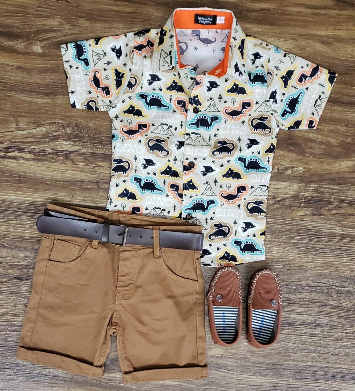 Bermuda Marrom com Camisa Dinossauros