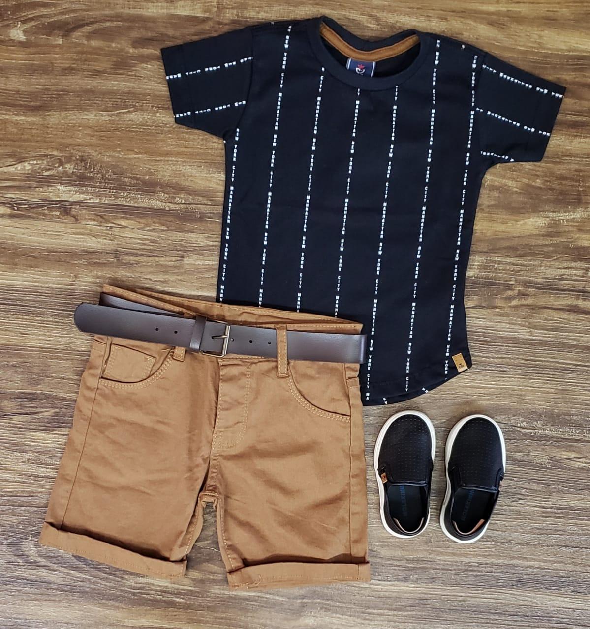 Bermuda Marrom com Camiseta Preta