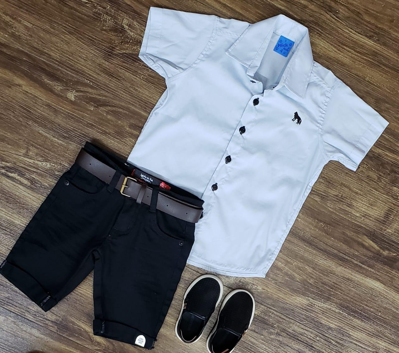 Bermuda Preta com Camisa Social Cinza