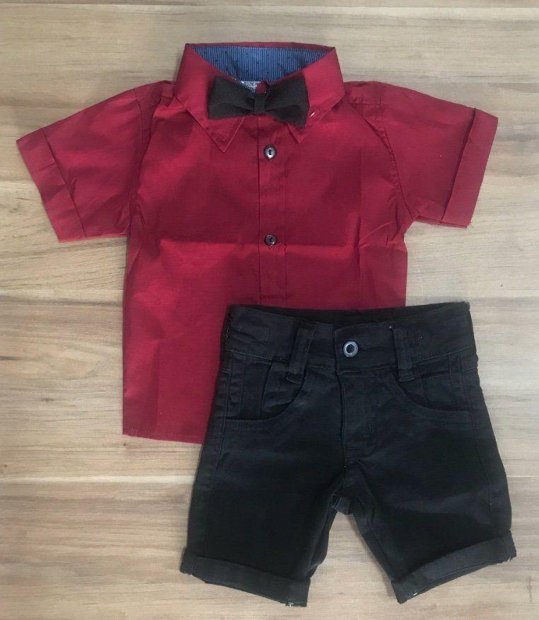 Bermuda Preta com Camisa Social Vermelha e Gravata