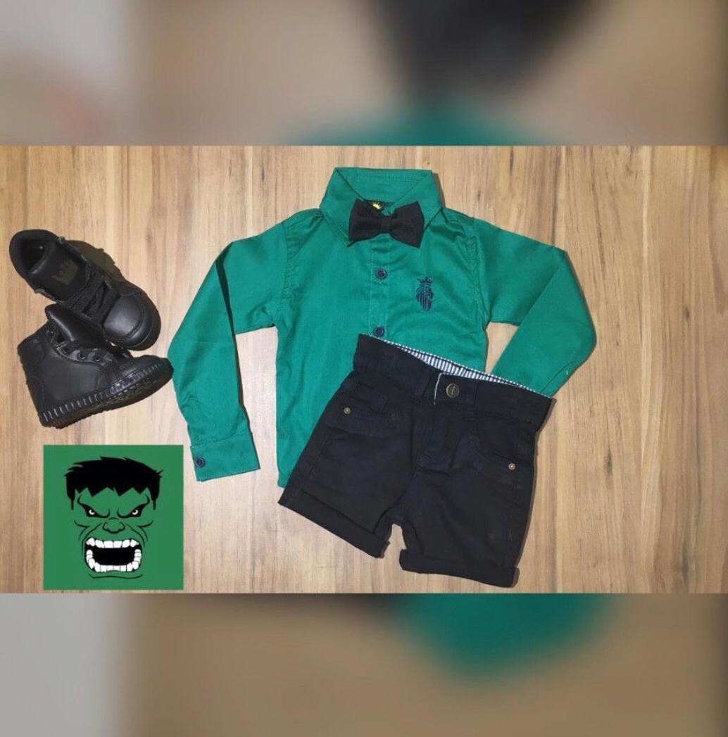 Bermuda Preta e Camisa Manga Longa com Gravata