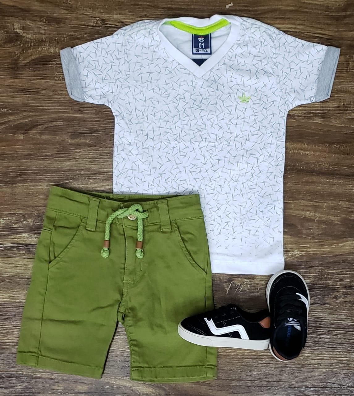 Bermuda Verde com Camiseta Branca
