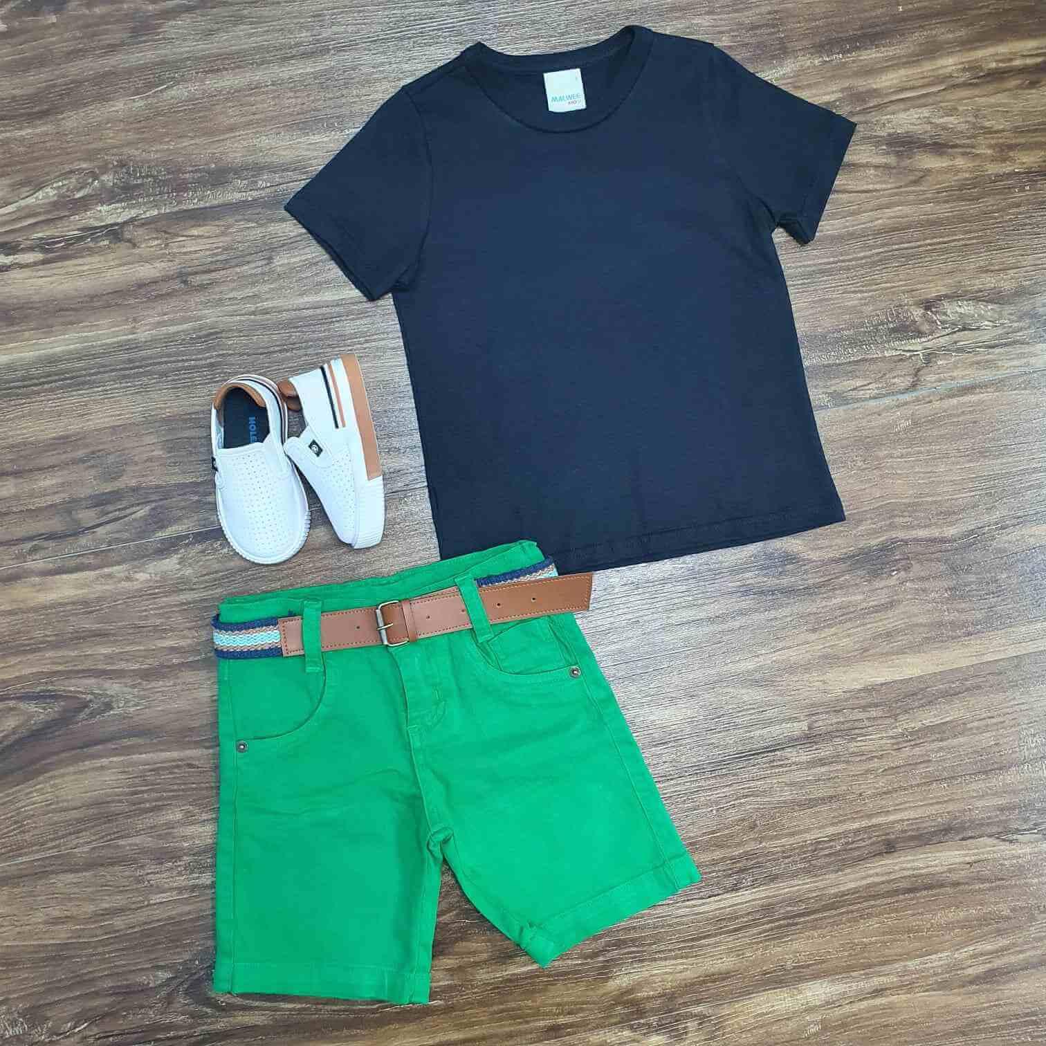 Bermuda Verde com Camiseta Preta Infantil