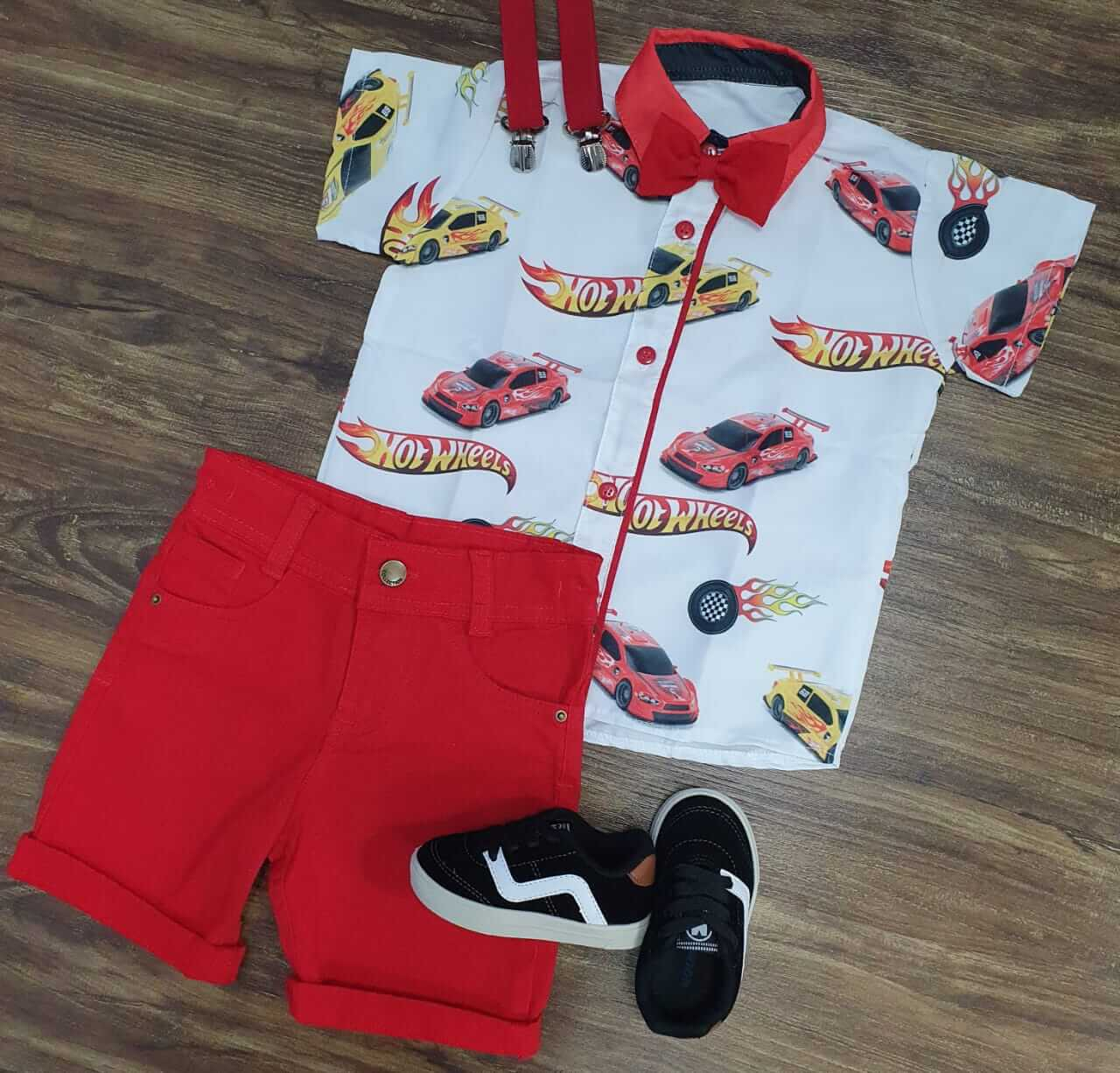 Bermuda Vermelha com Camisa Hot Wheels Infantil