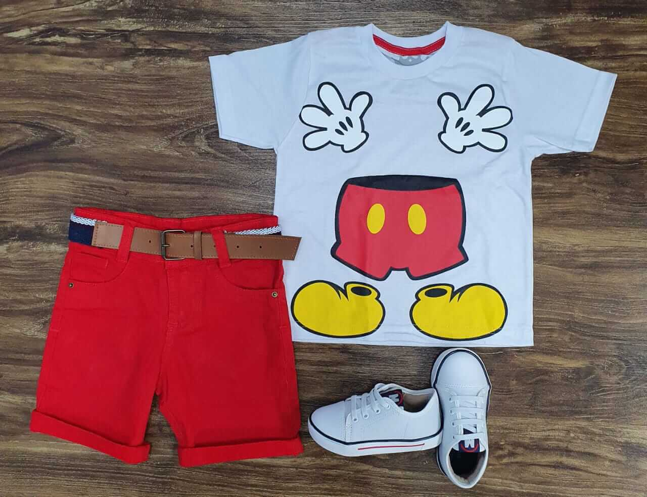 Bermuda Vermelha com Camiseta Cinza Mickey Infantil