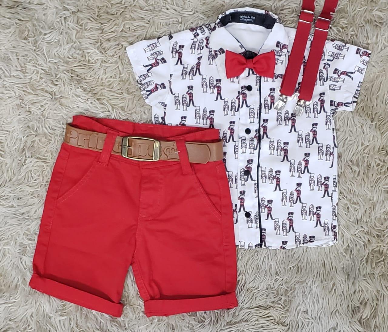 Bermuda Vermelha com Suspensório e Camisa Soldadinho de Chumbo com Gravata
