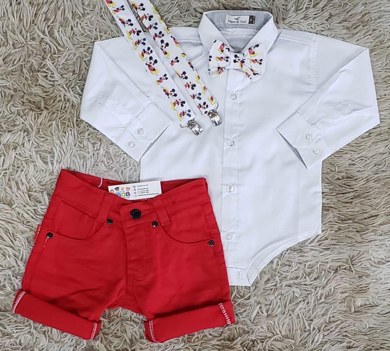 Bermuda Vermelha e Body Social Branco com Suspensório e Gravata Mickey