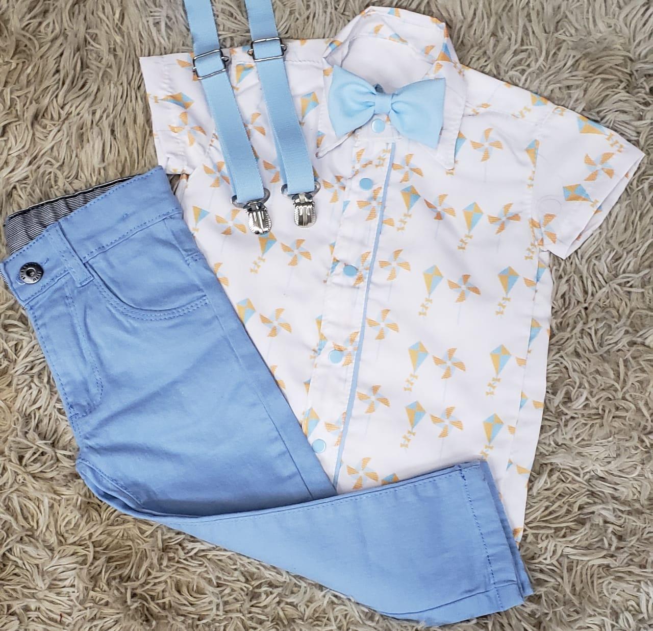 Calça Azul Clara com Suspensório e Camisa Brinquedos com Gravata