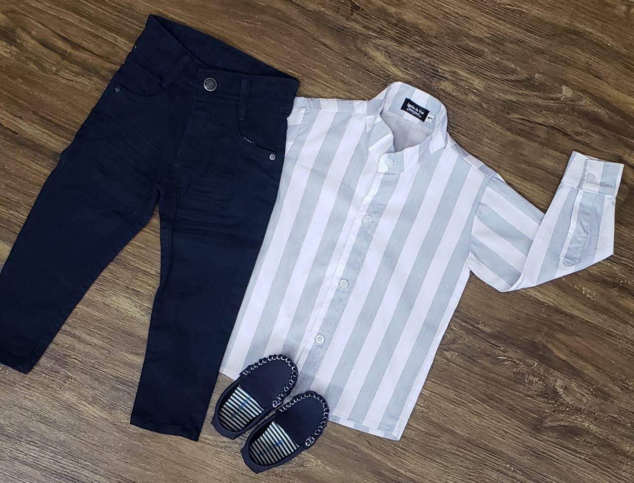 Calça Azul Marinho com Camisa Listrada Manga Longa