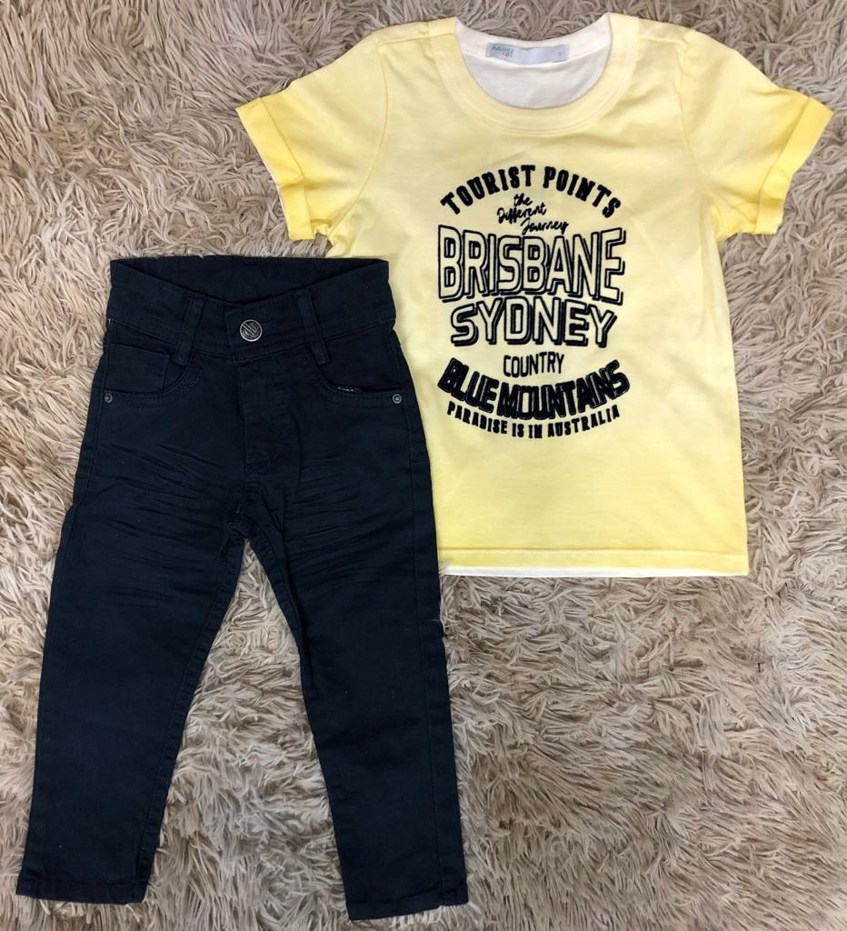 Calça Azul Marinho com Camiseta Amarela