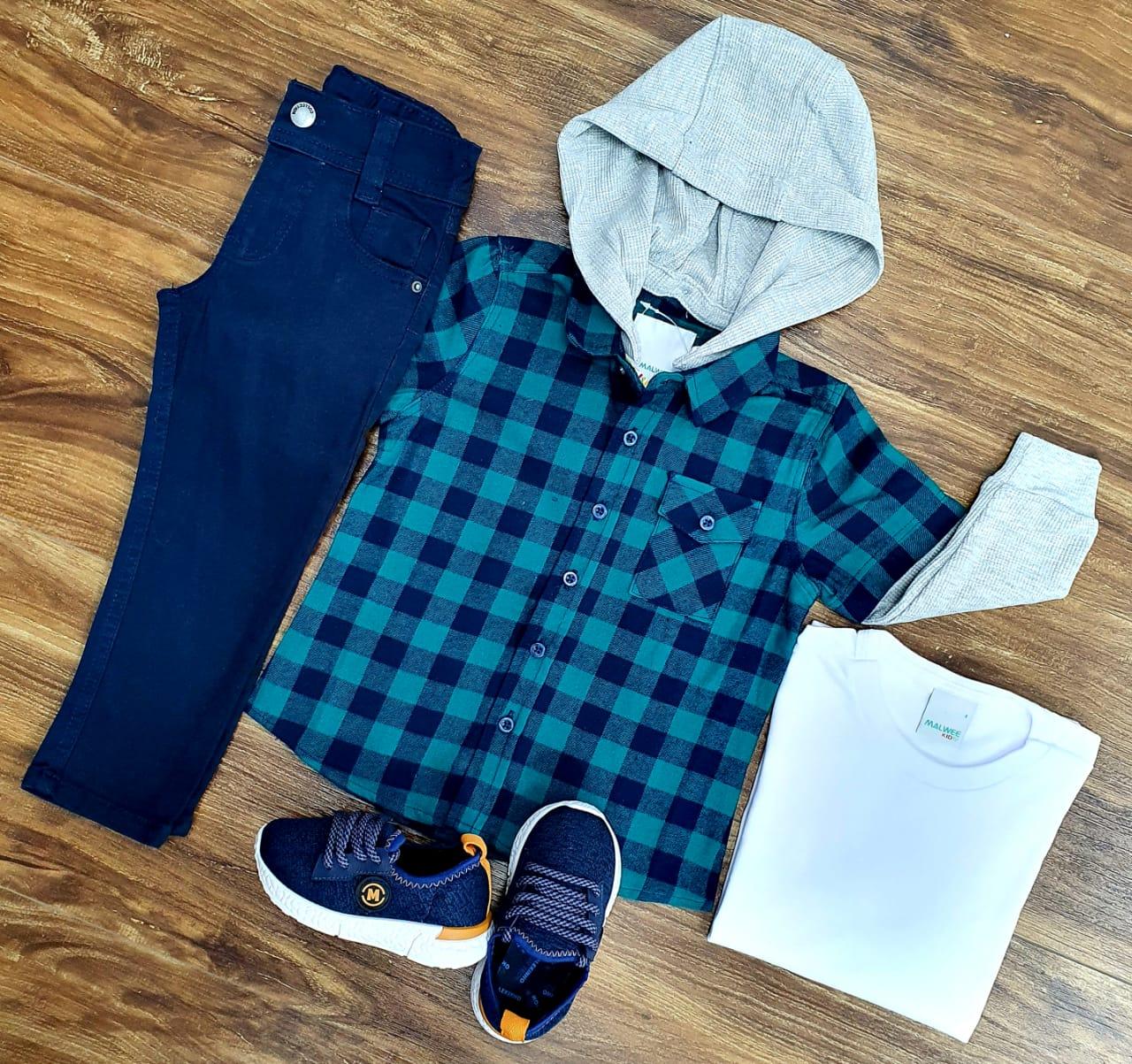 Calça Azul Marinho com Camiseta e Camisa Xadrez