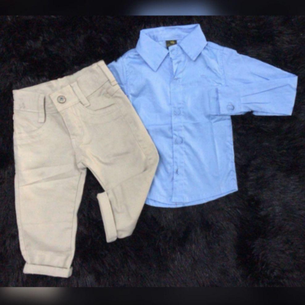 Calça Bege com Camisa Manga Longa Azul