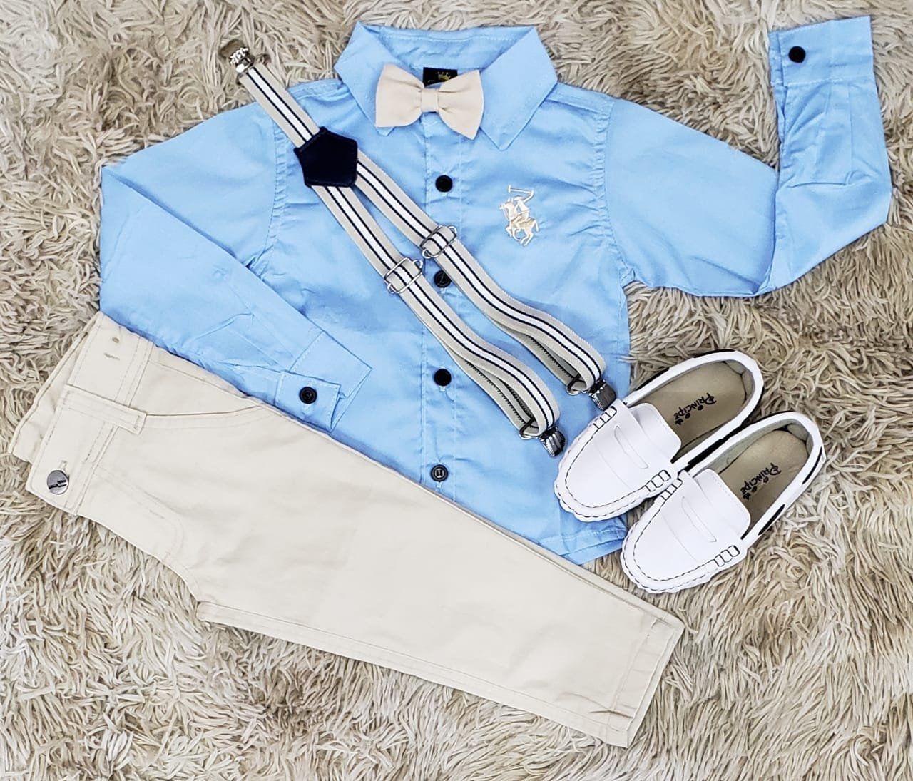 Calça Bege com Suspensório e Camisa Azul Manga Longa com Gravata Borboleta