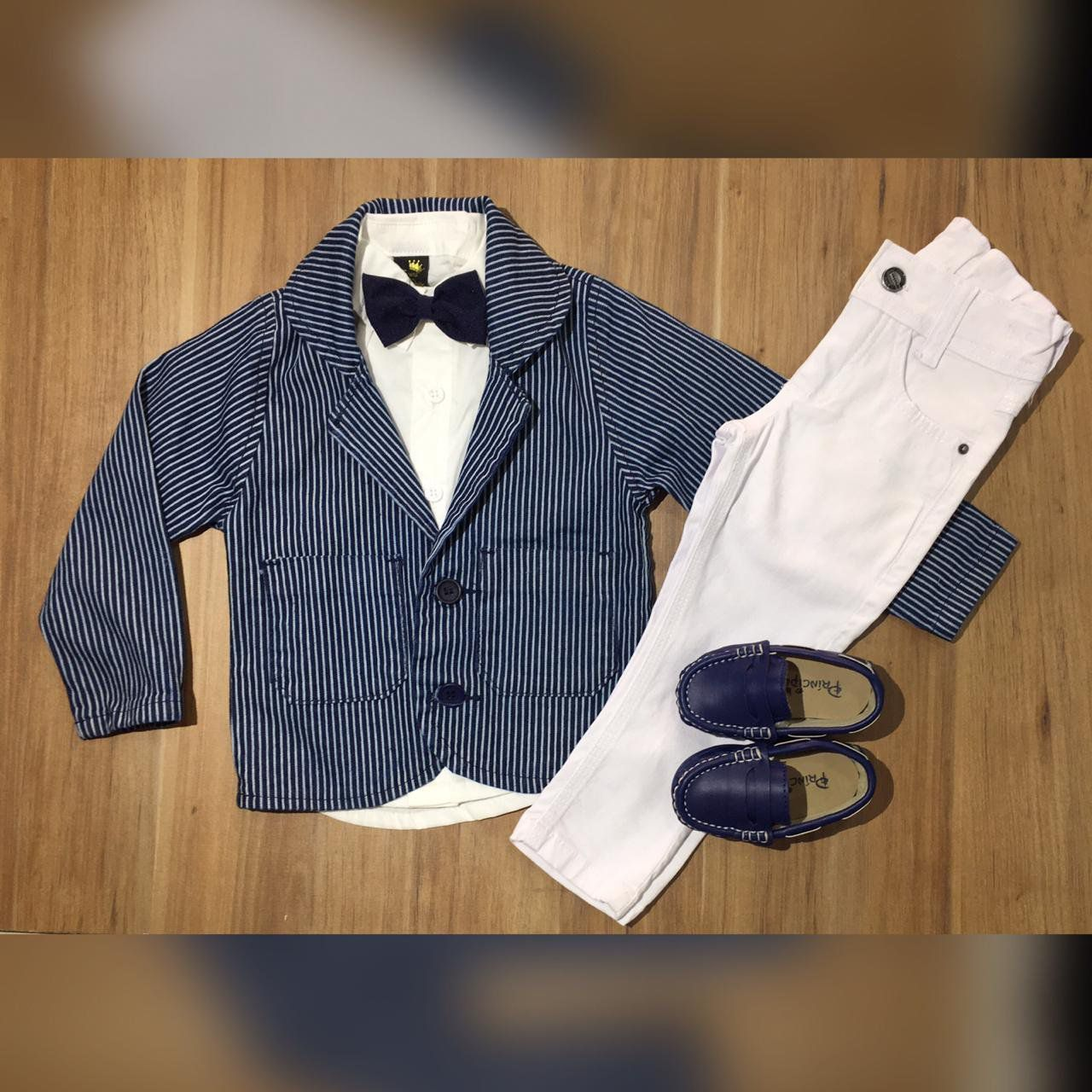 Calça Branca com Camisa e Gravata mais Blazer Risca de Giz