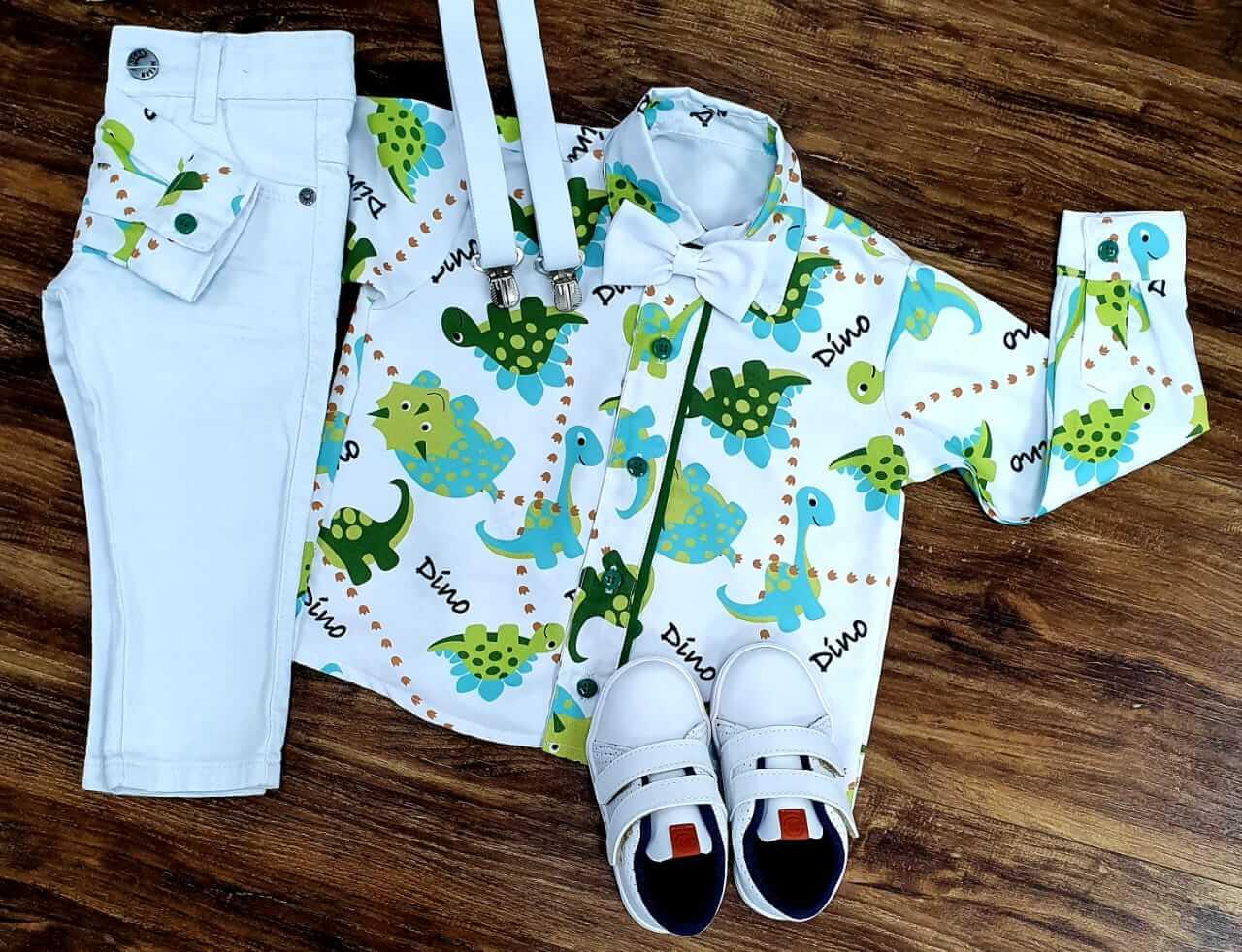 Calça Branca com Camisa Manga Longa Dino Gravata e Suspensório