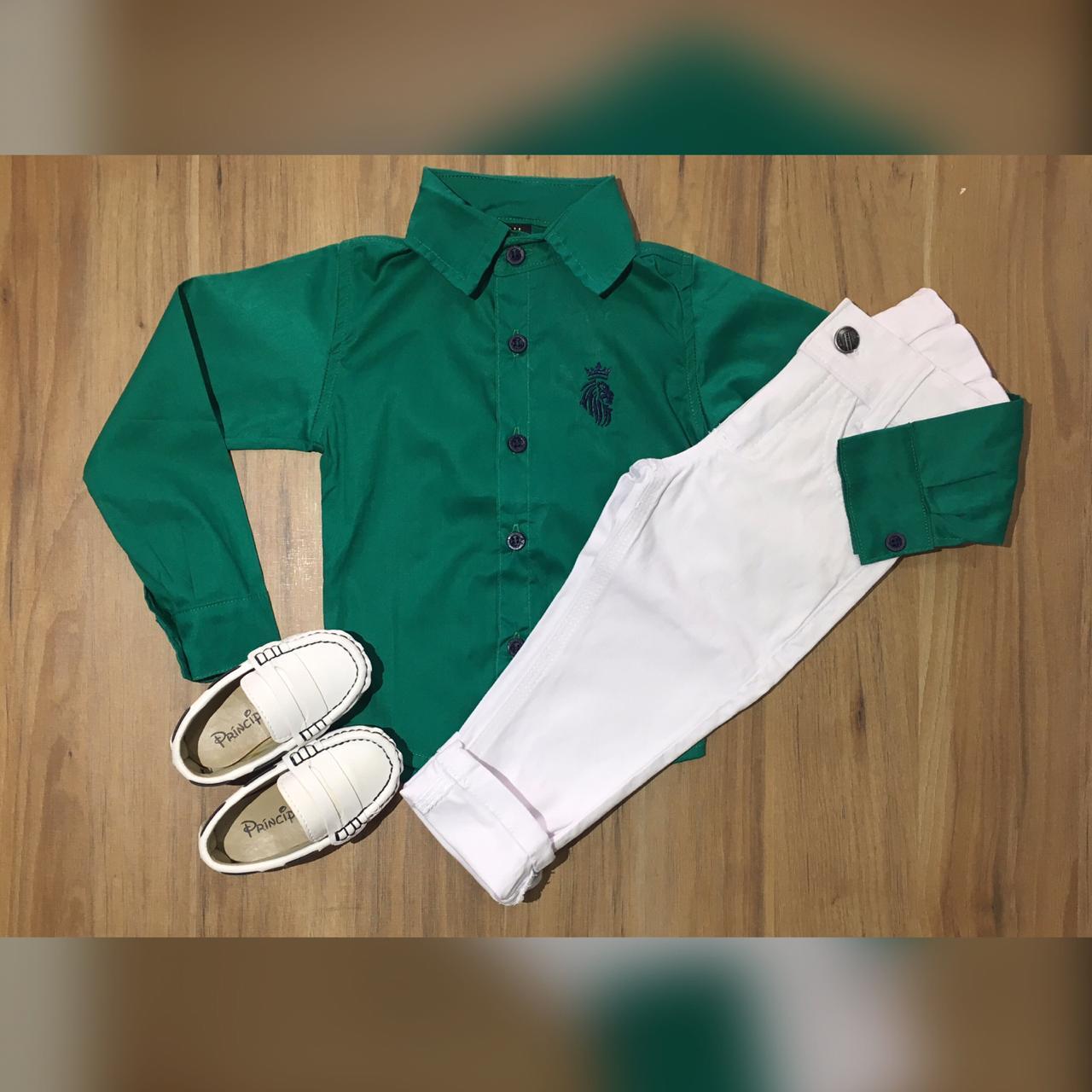 Calça Branca com Camisa Verde