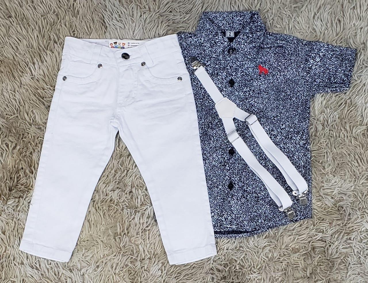Calça Branca com Suspensório e Camisa Social Rajada