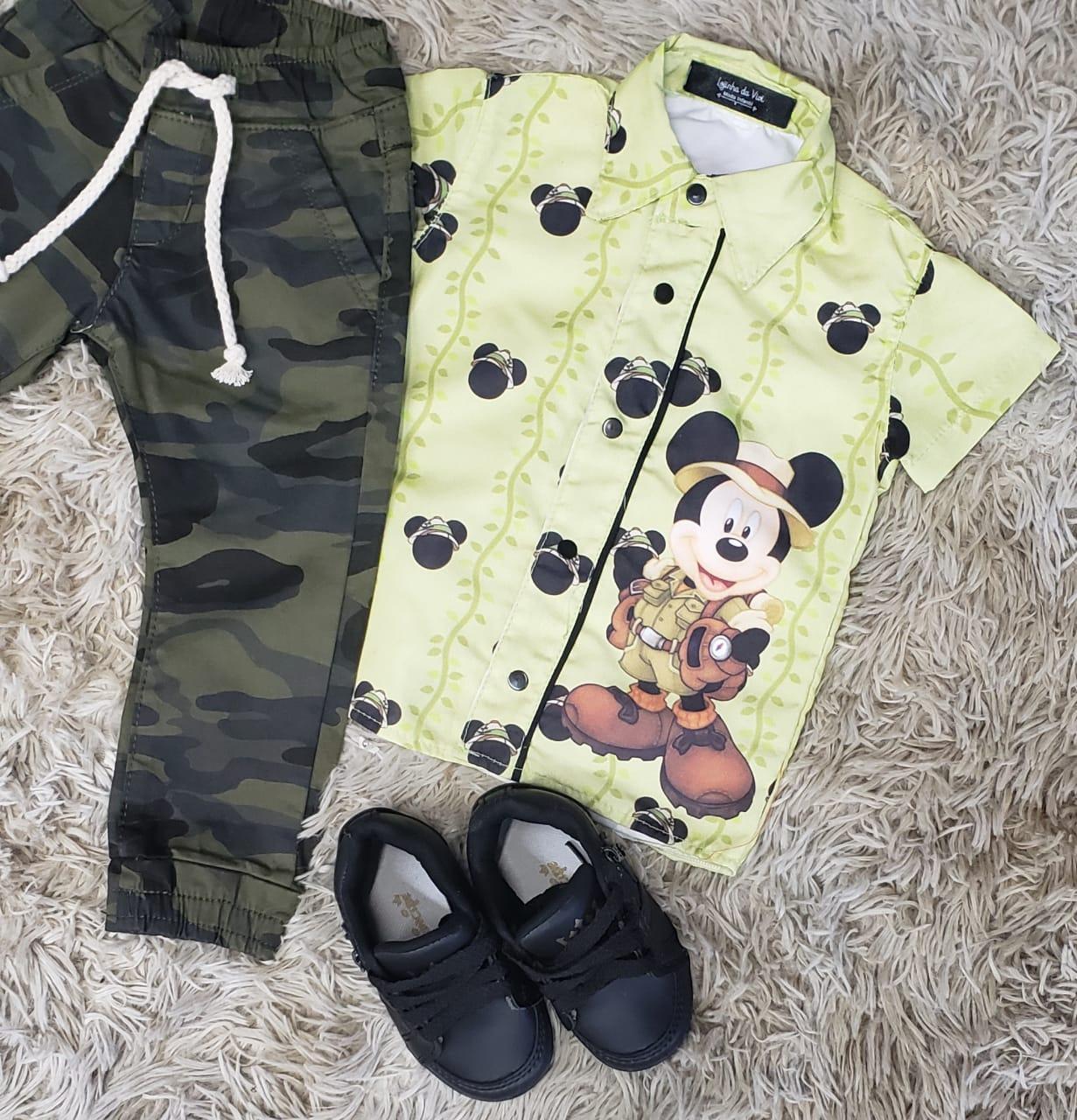 Calça Camuflada com Camisa Mickey Safari