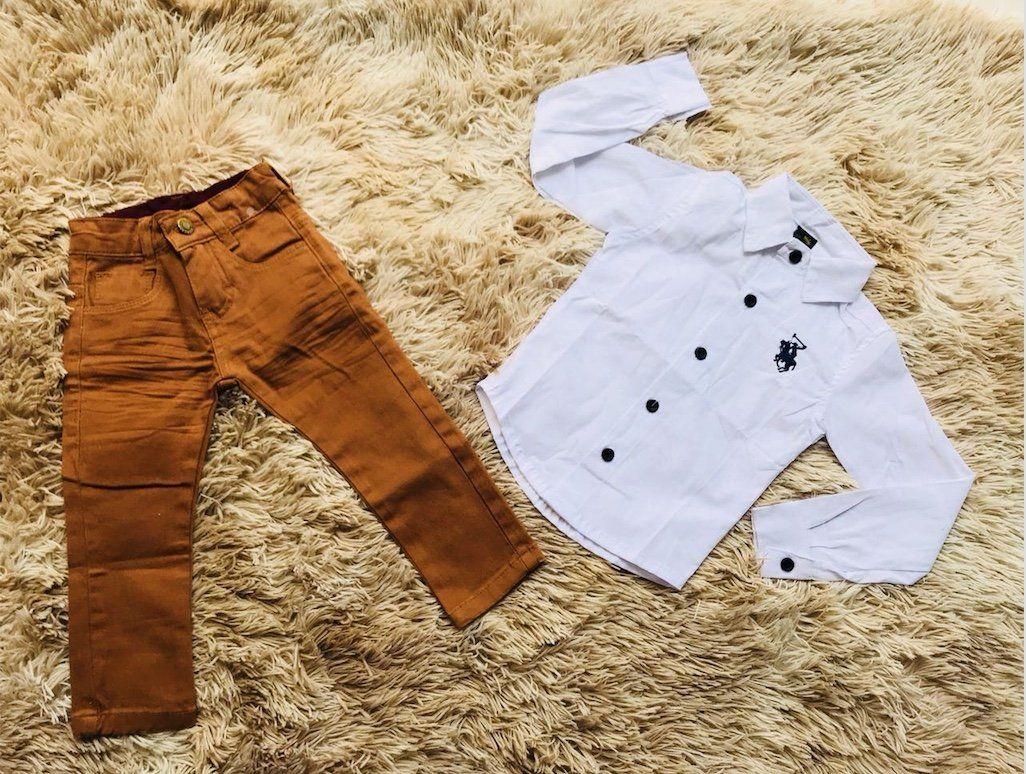 Calça Caramelo com Camisa Branca Manga Longa
