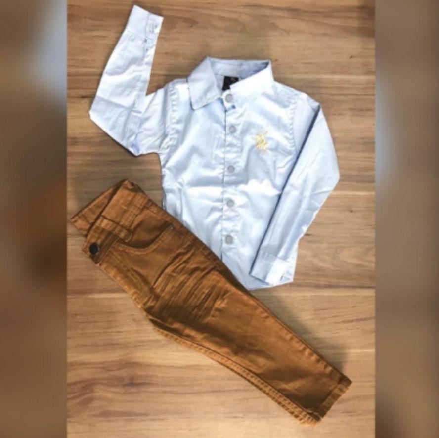 Calça Caramelo com Camisa Social Branca Manga Longa