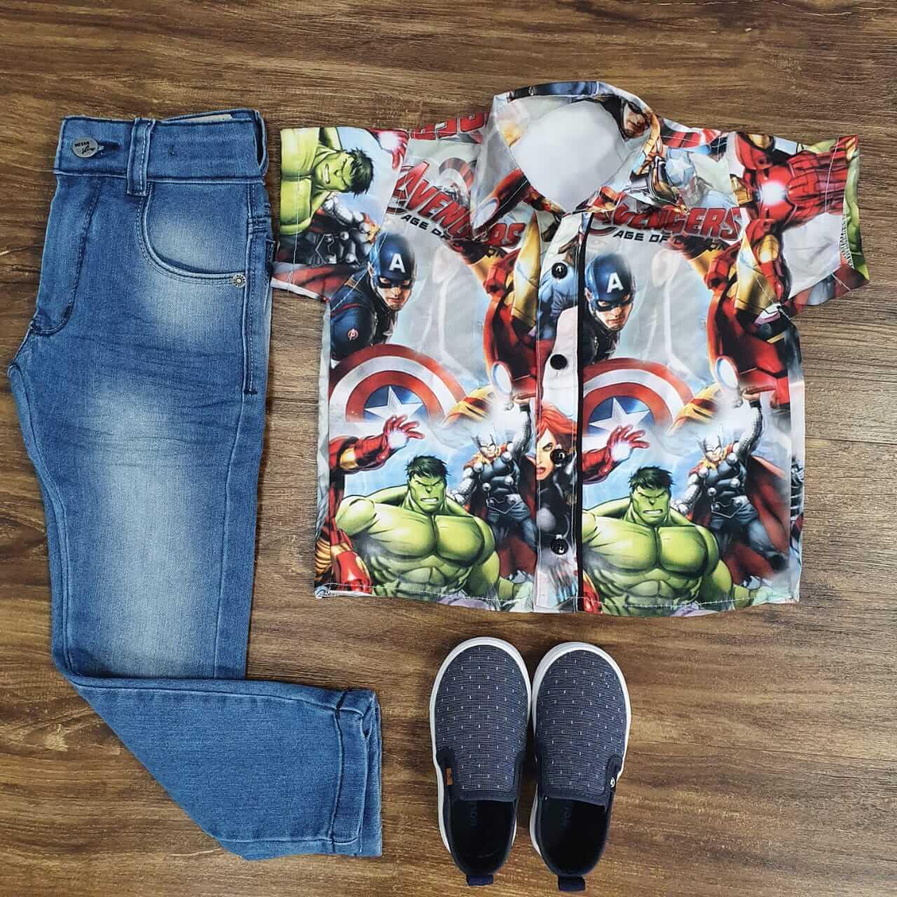 Calça com Camisa Vingadores Infantil