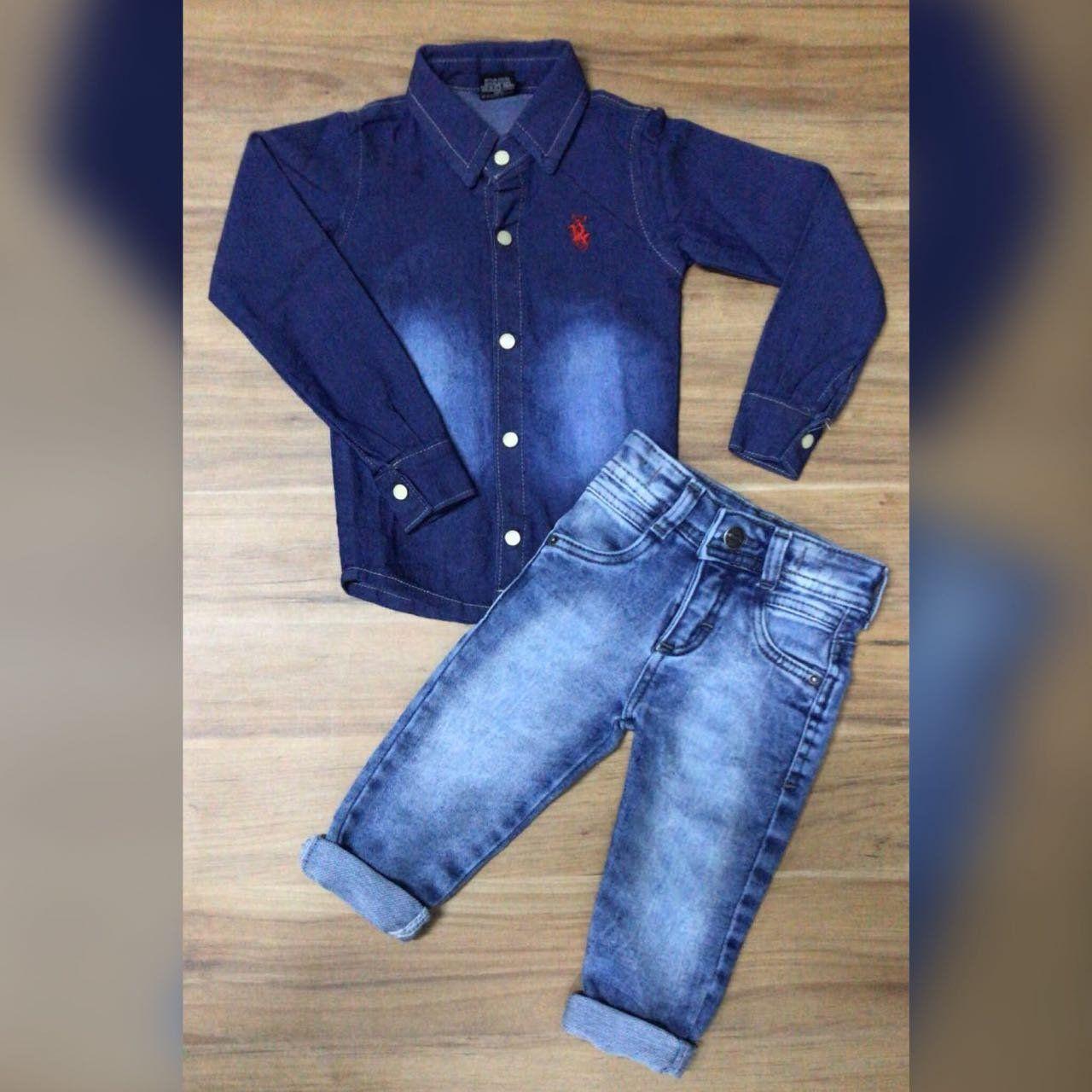 Calça Jeans Clara com Camisa Jeans Escura