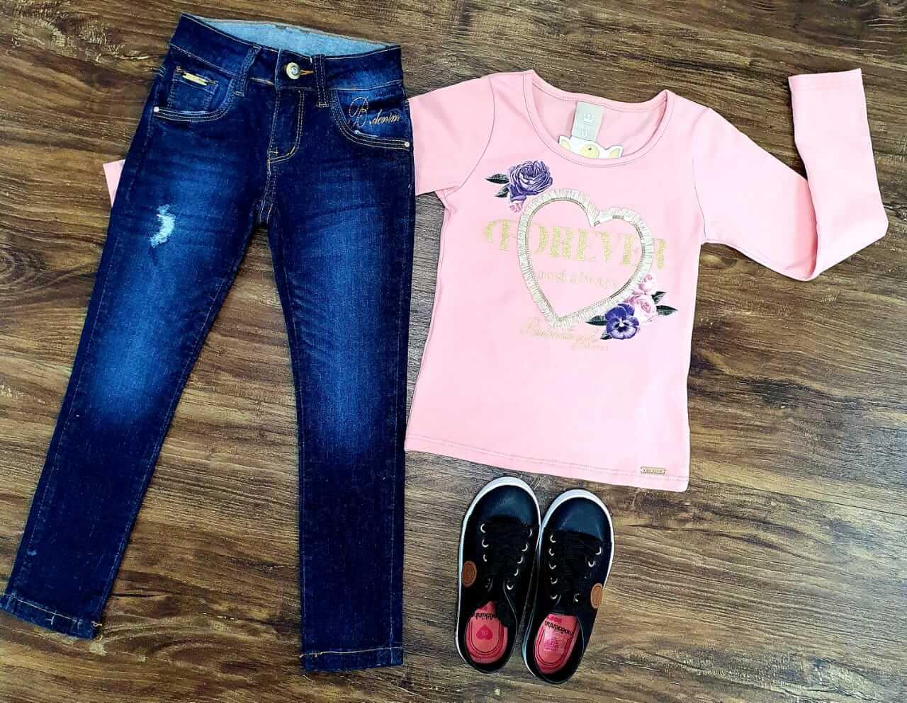 Calça Jeans com Blusa Manga Longa Rosa