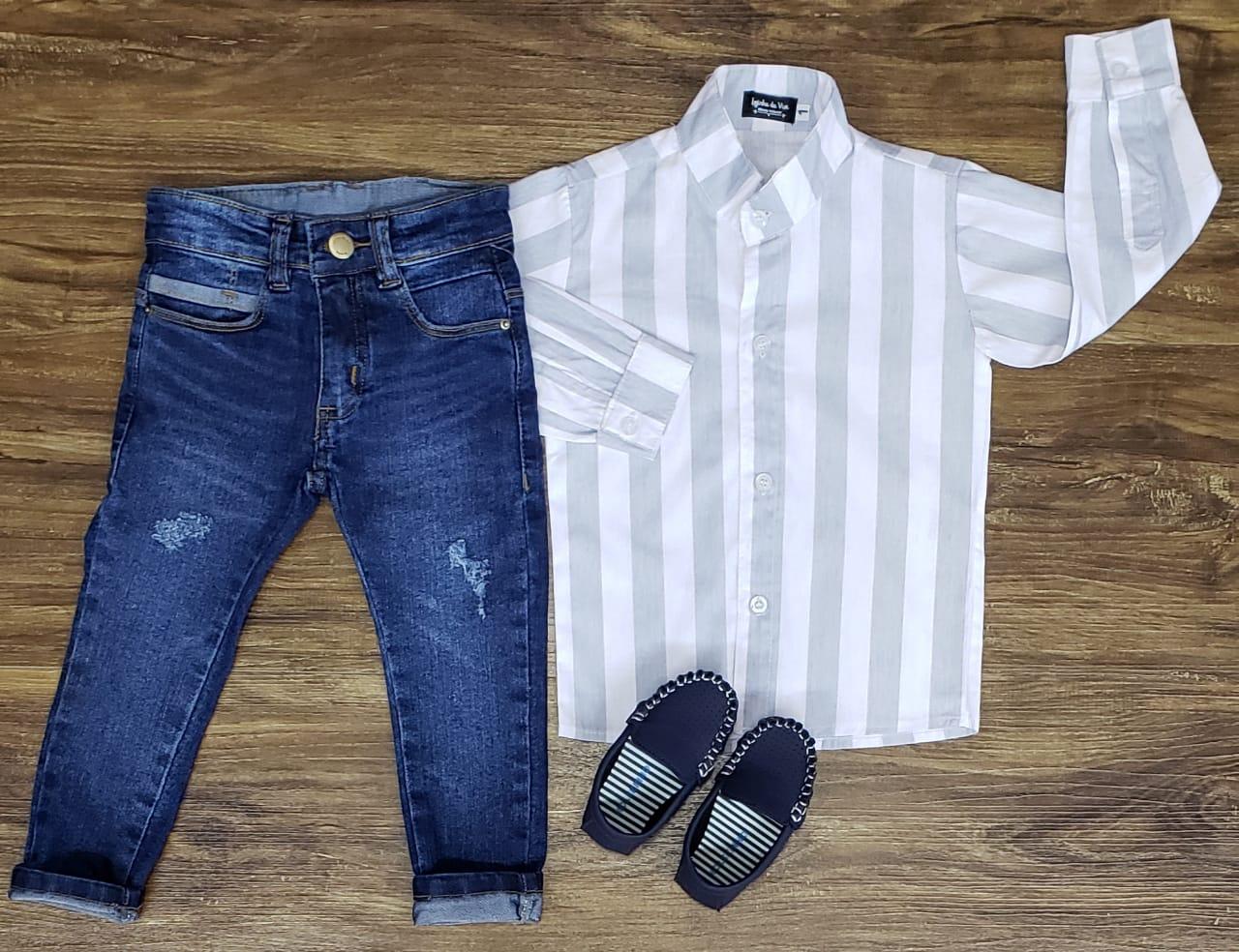 Calça Jeans com Camisa Listrada Manga Longa