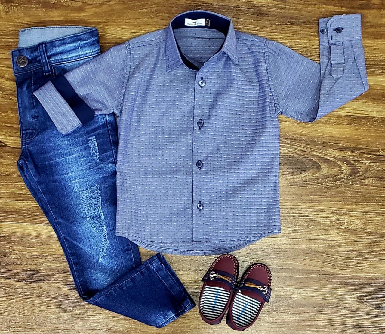 Calça Jeans com Camisa Manga Longa