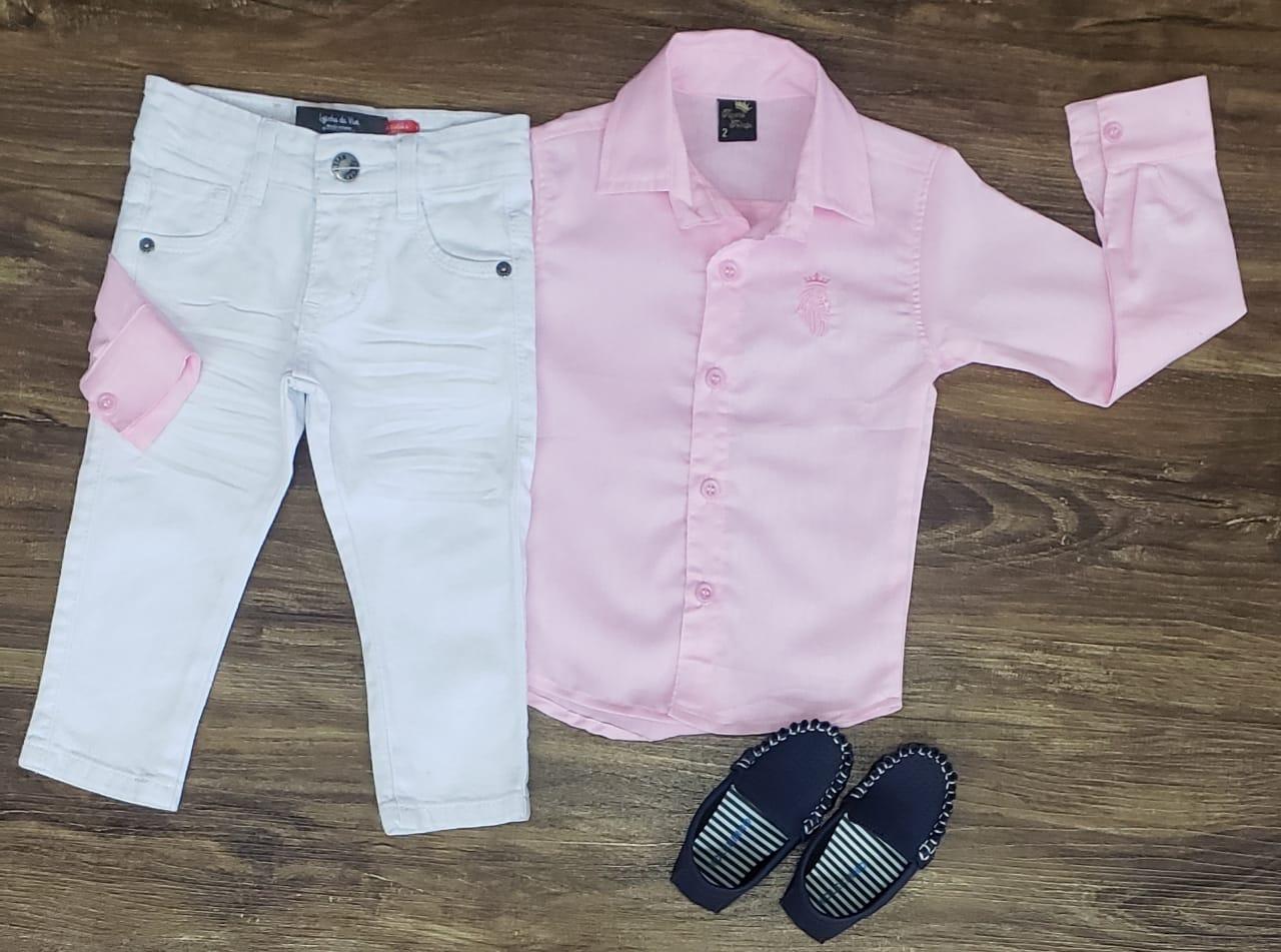 Calça Jeans com Camisa Rosa Manga Longa