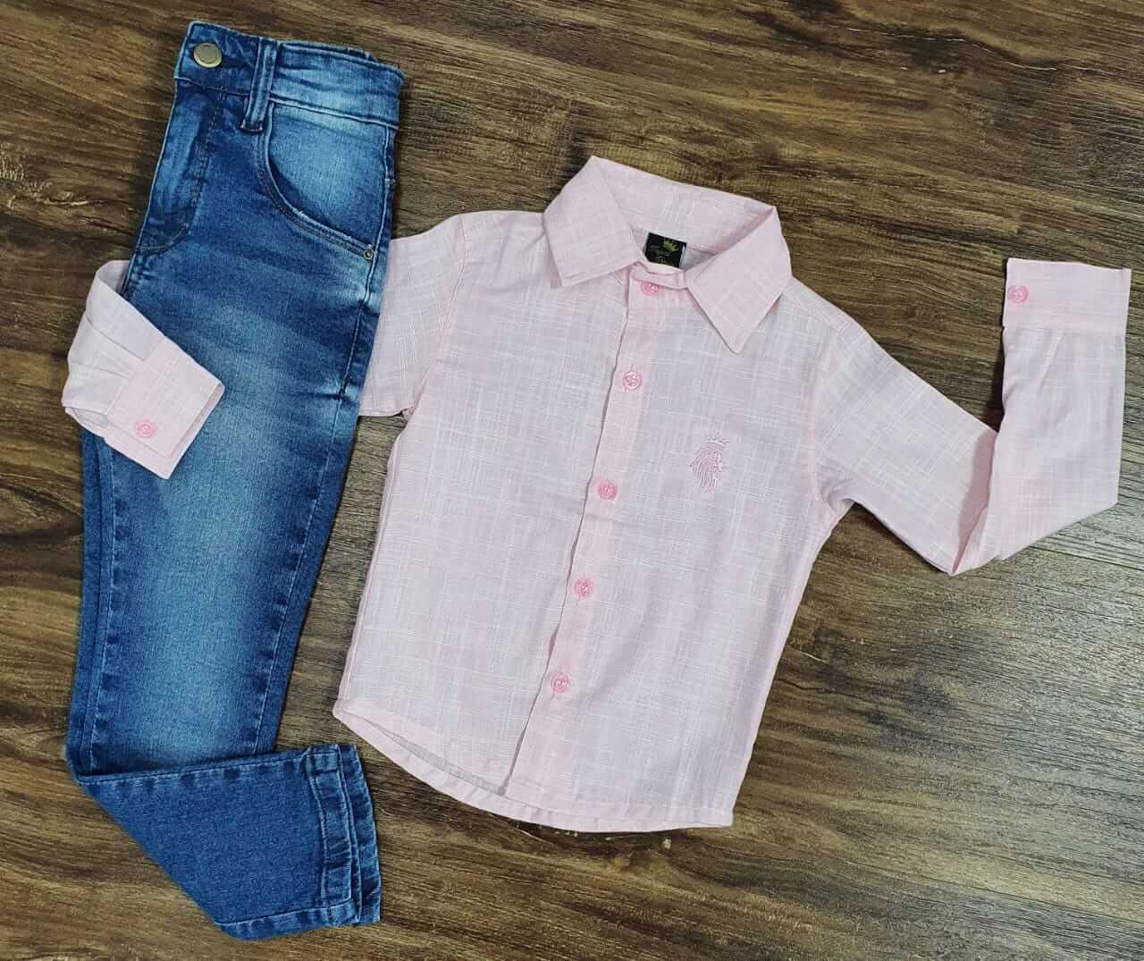 Calça Jeans com Camisa Social Rosa