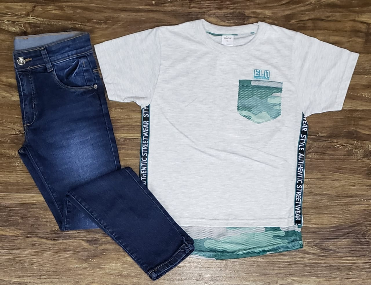 Calça Jeans com Camiseta Authentic Street