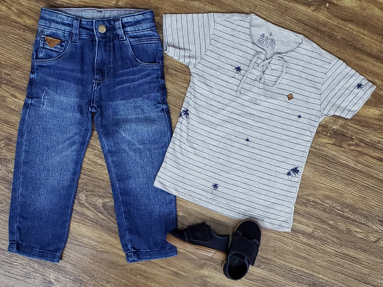 Calça Jeans com Camiseta Bata Cinza