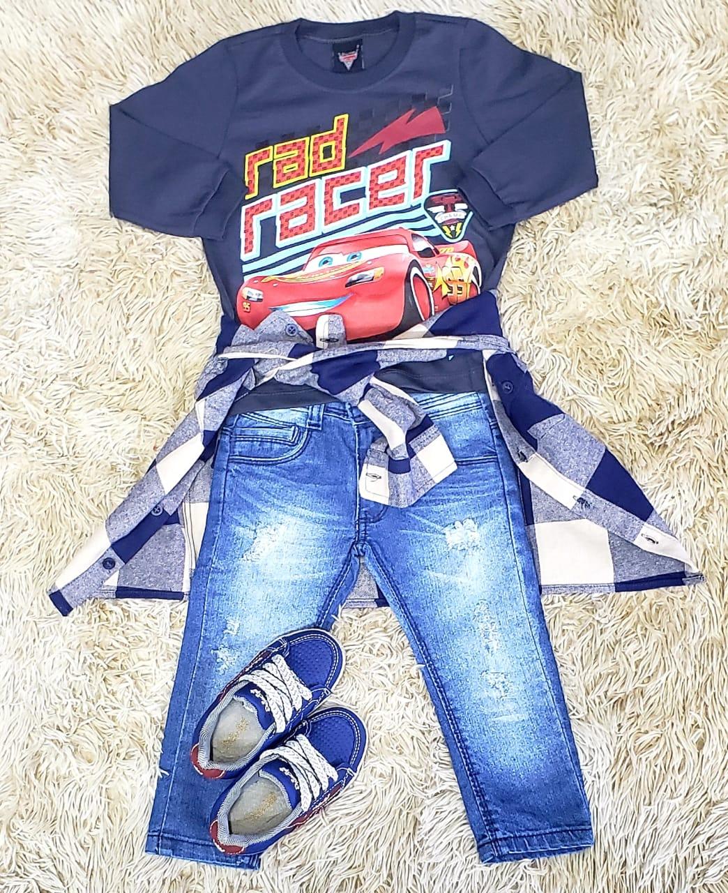 Calça Jeans com Camiseta Carros e Camisa Xadrez