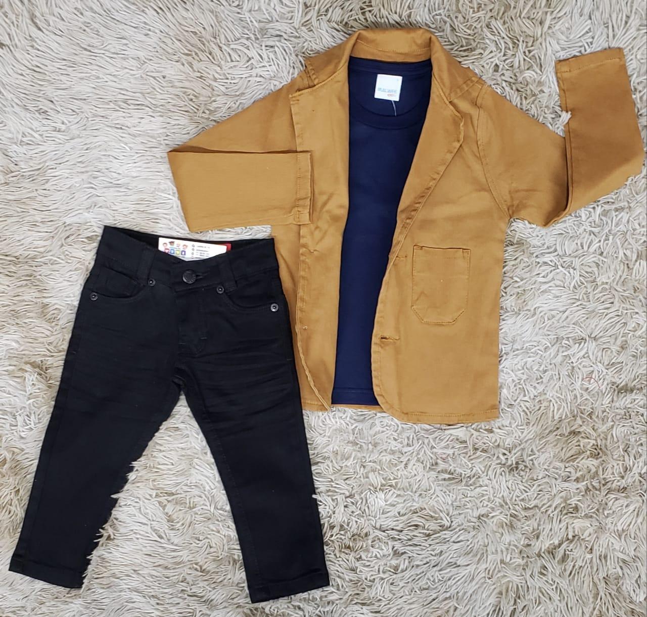 Calça Jeans Com Camiseta e Blazer