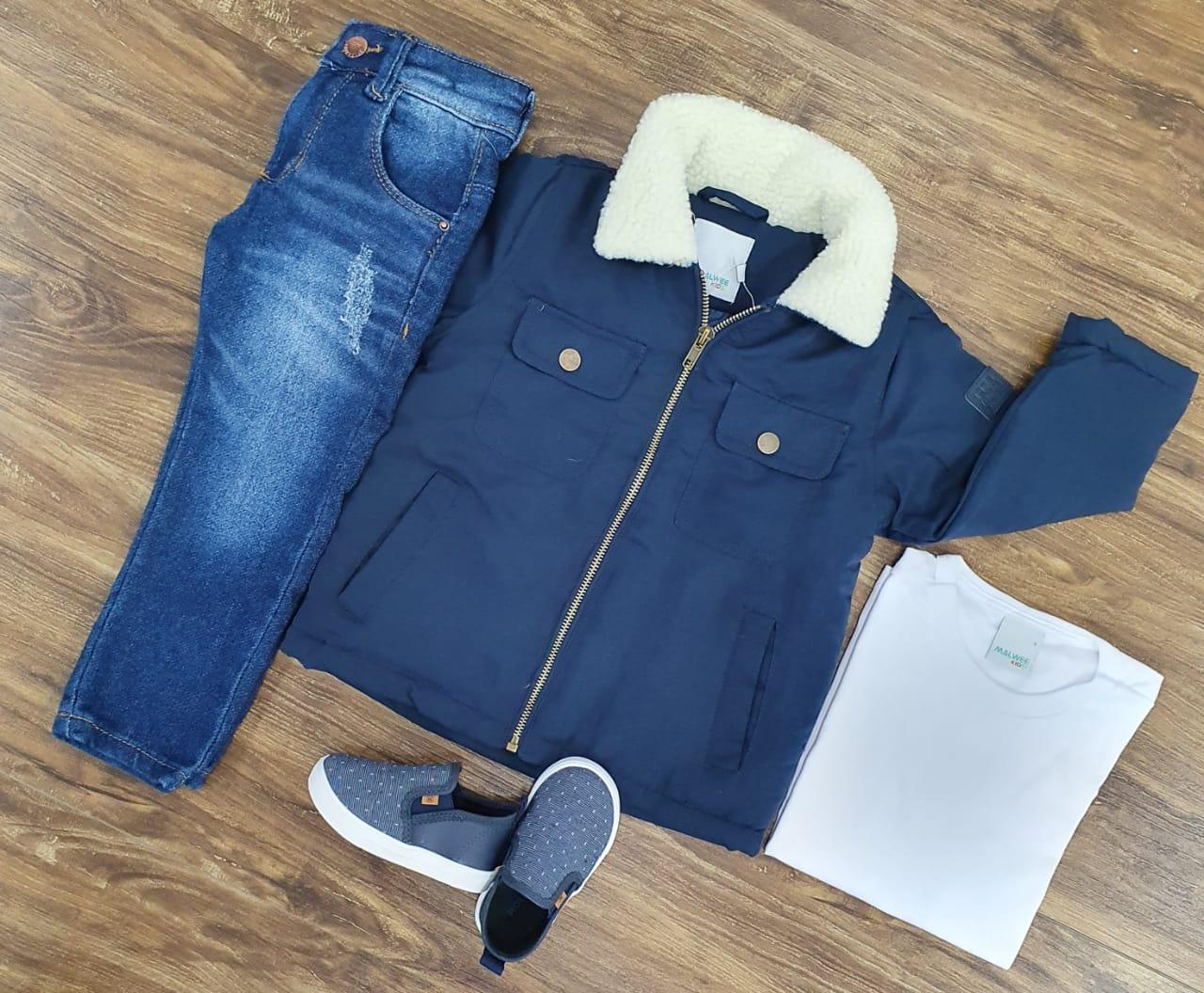 Calça Jeans com Camiseta e Jaqueta Azul Marinho