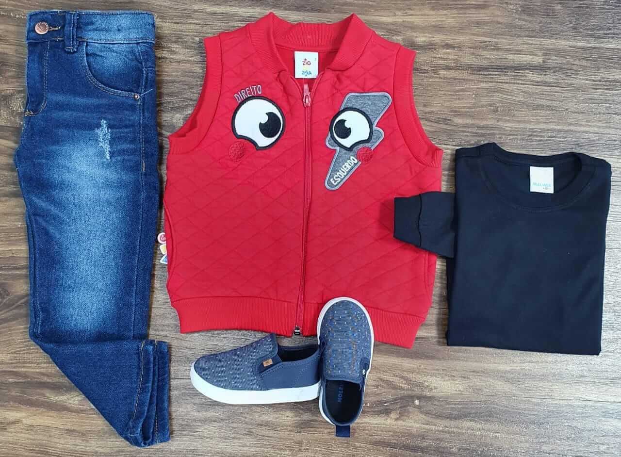 Calça Jeans com Camiseta Preta e Colete Vermelho