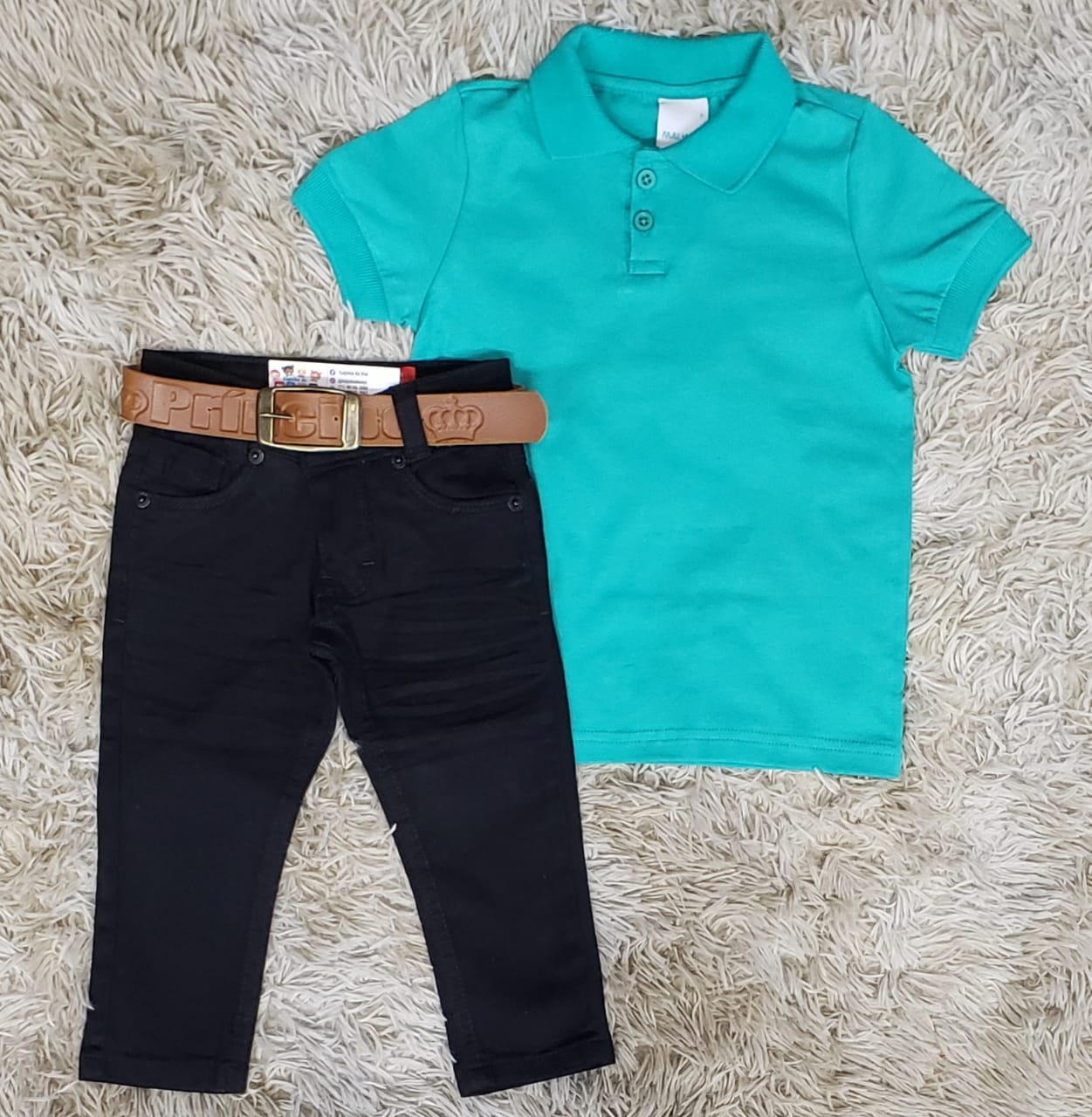 Calça Jeans Preta com Polo