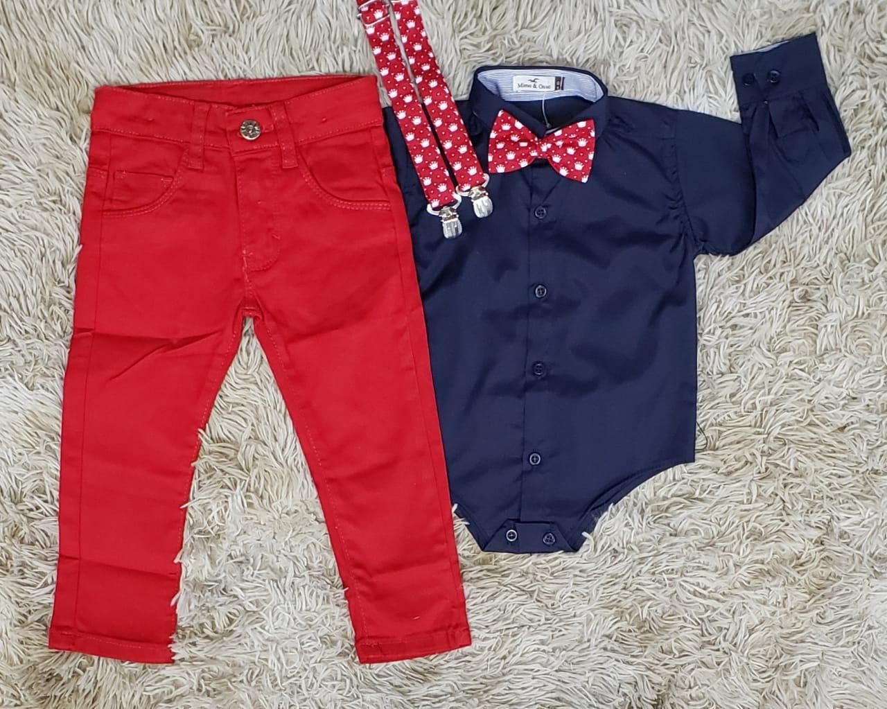 Calça Jeans Vermelha e Body Social com Suspensório e Gravata Coroa