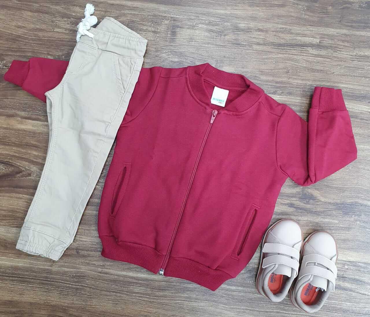 Calça Jogger Areia com Jaqueta Vermelha