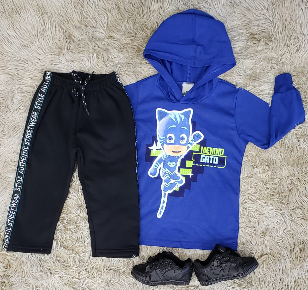 Calça Moletom Preta e Camiseta PJ Masks com Capuz
