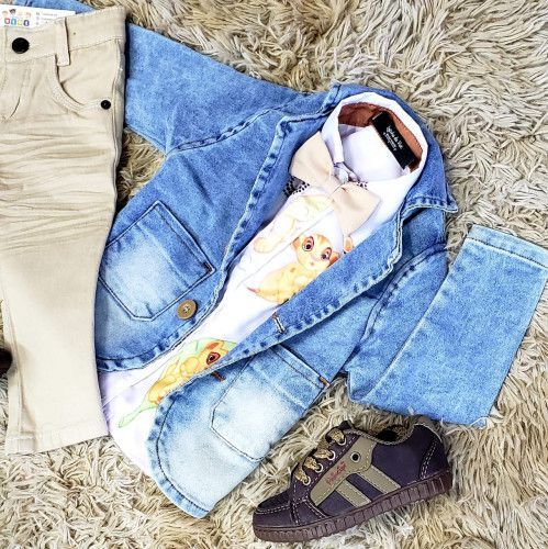 Calça Nude com Blazer Jeans e Camisa Rei Leão com Gravata