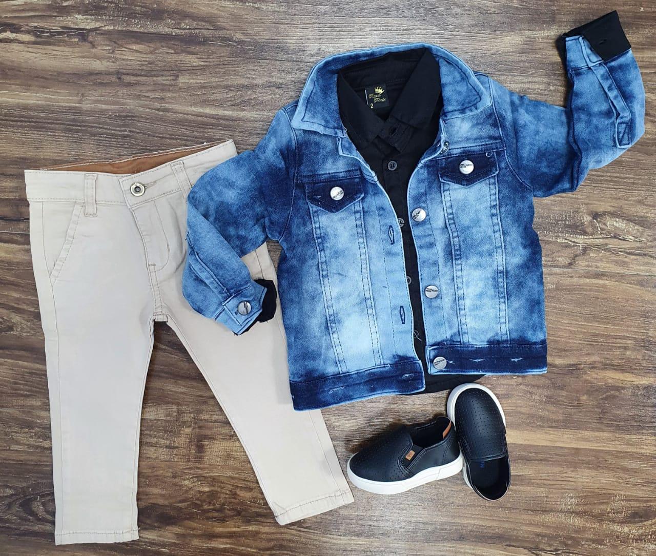 Calça Nude com Camisa Preta e Jaqueta Jeans