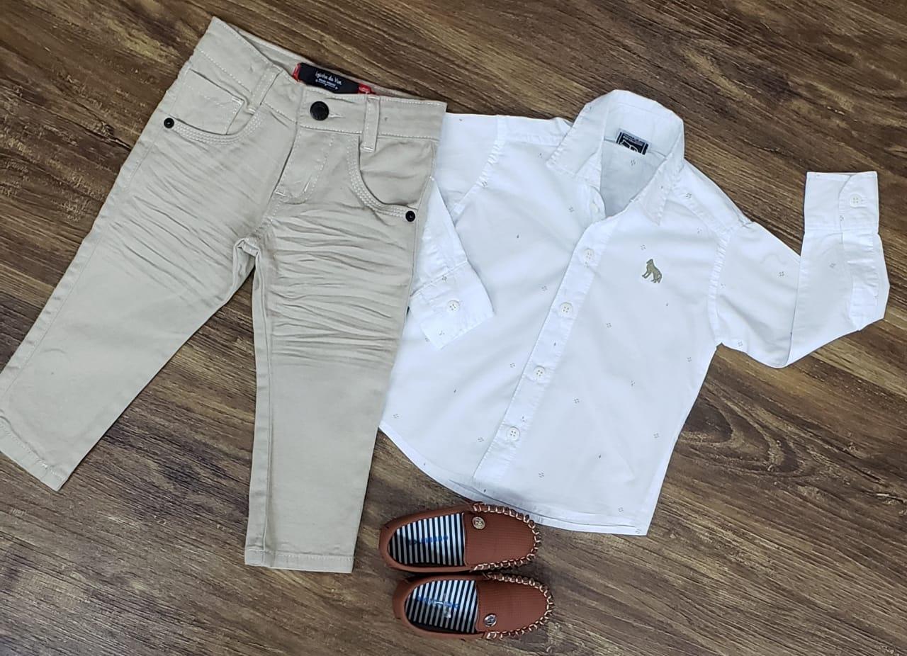 Calça Nude com Camisa Branca