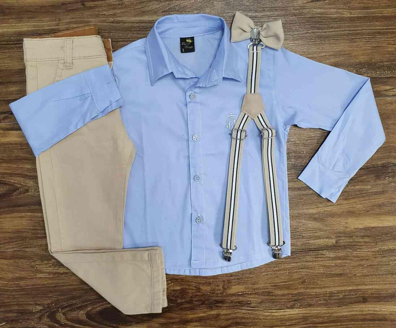 Calça Nude com Suspensório e Camisa Azul com Gravata