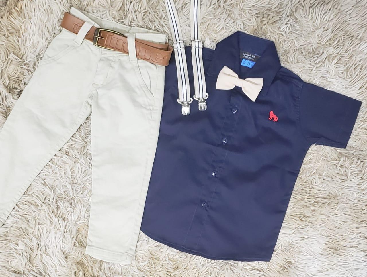 Calça Nude com Suspensório e Camisa Azul Marinho com Gravata