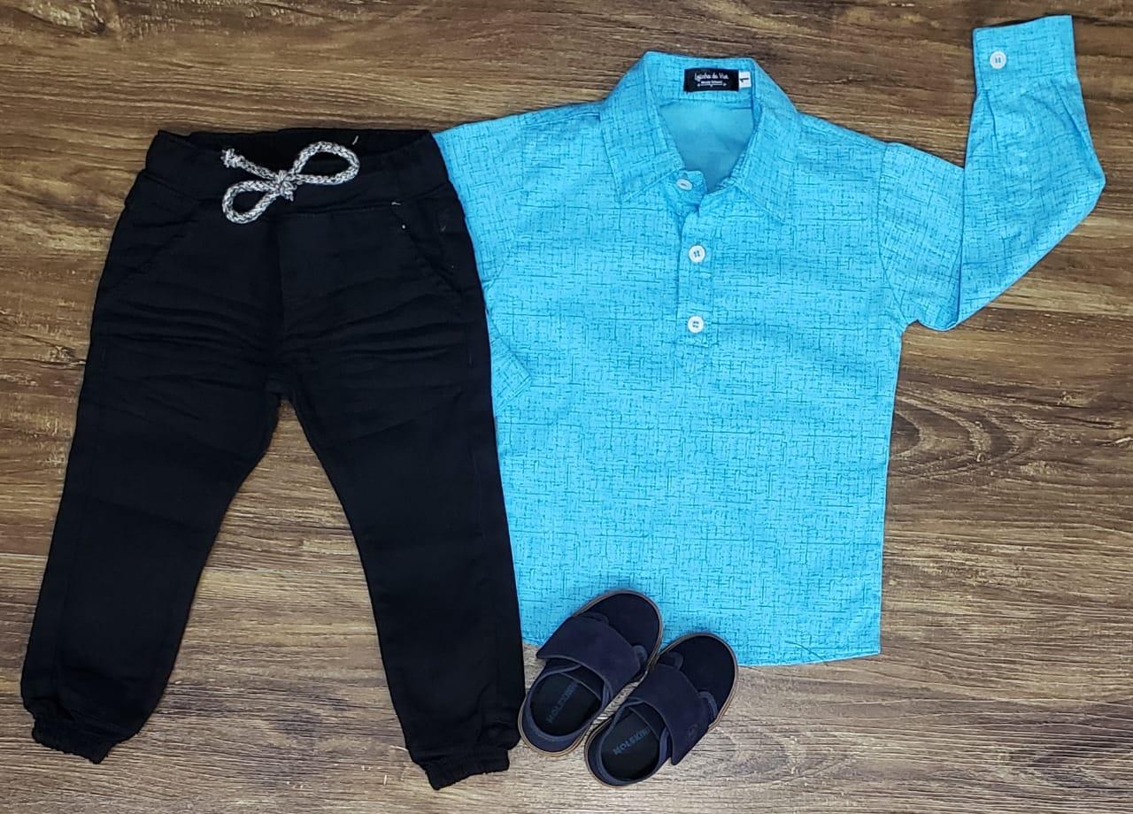 Calça Jogger Preta com Camisa Bata Azul Clara