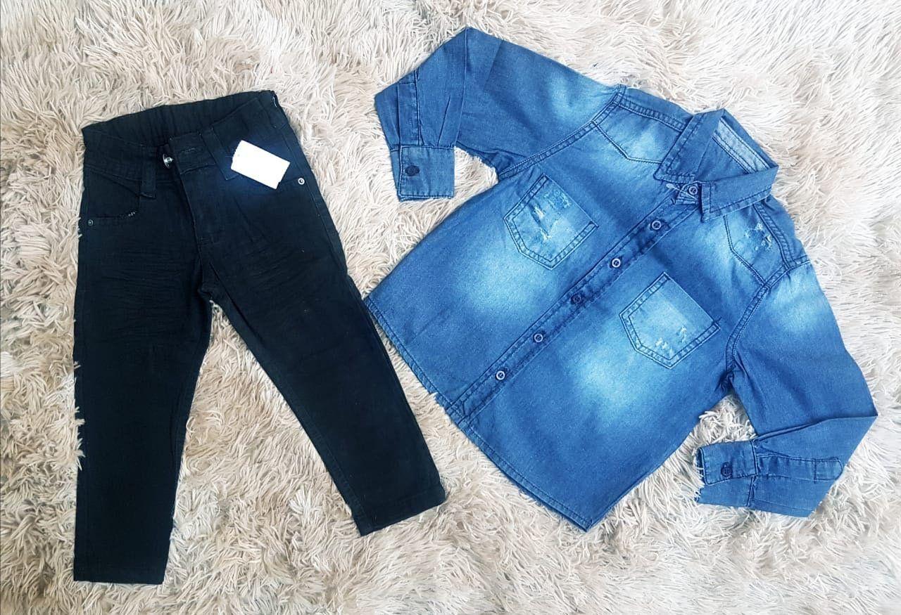 Calça Preta com Camisa Jeans
