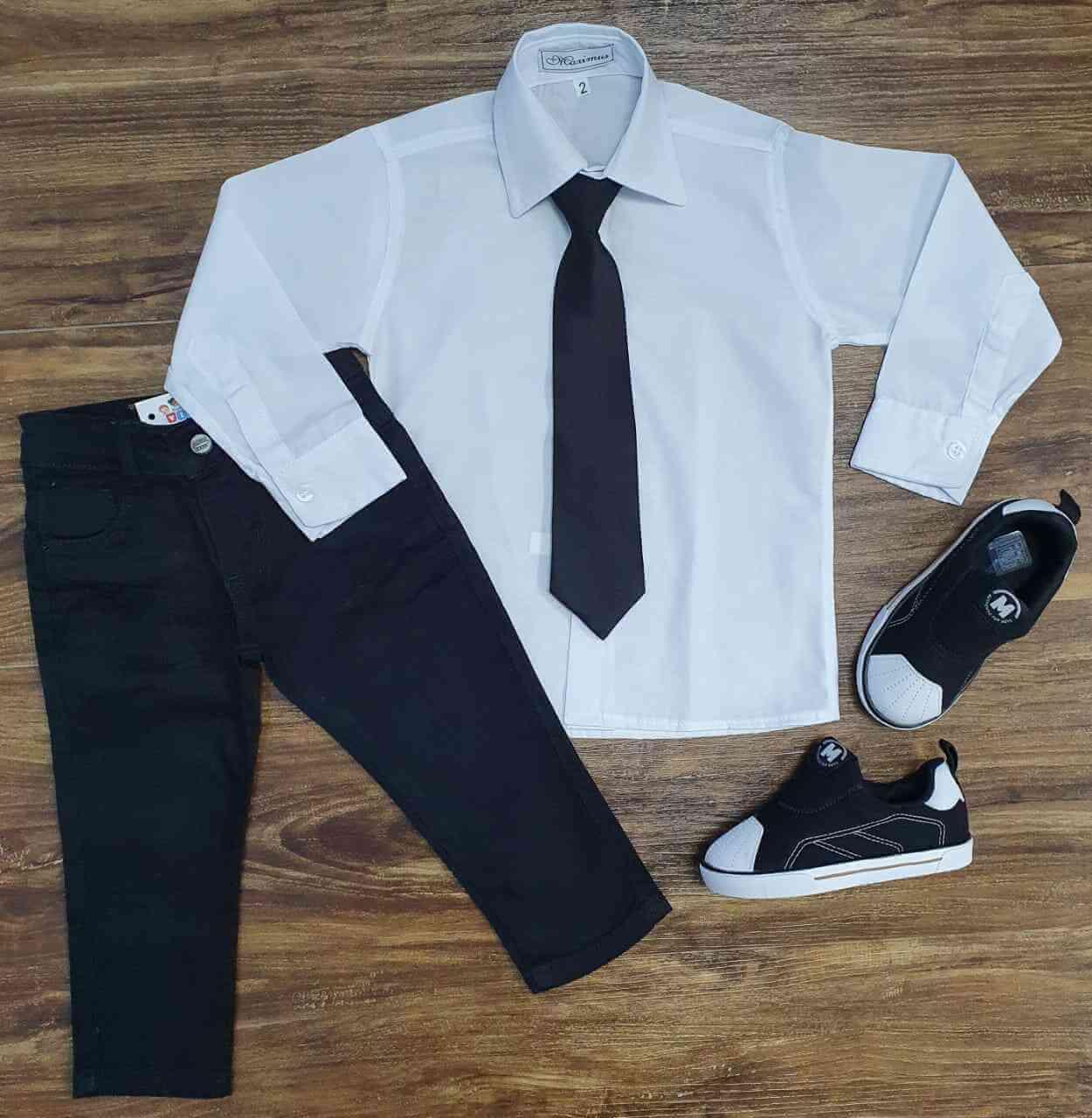 Calça Preta com Camisa Social Branca e Gravata